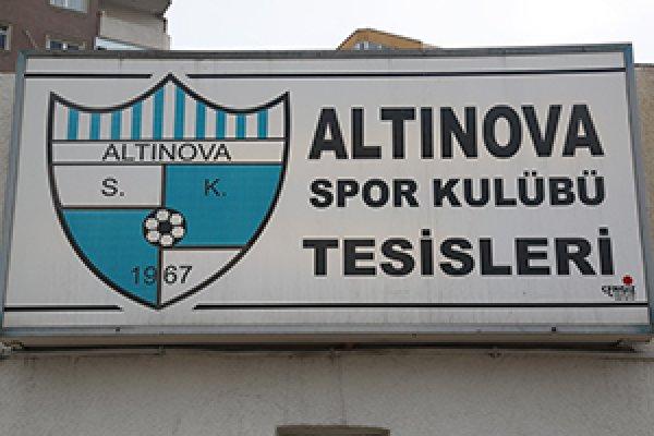 Altınova Futbol Sahası