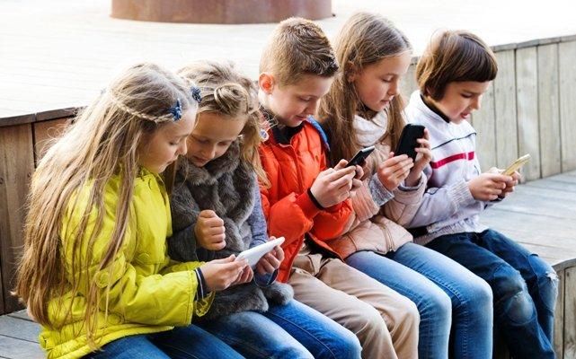 Aşırı Dijital Cihaz Kullanımı Çocukların Gözlerini Tehdit Ediyor