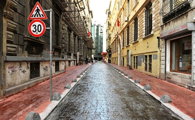 Beyoğlu'nda elektrik kesintisi isyanı