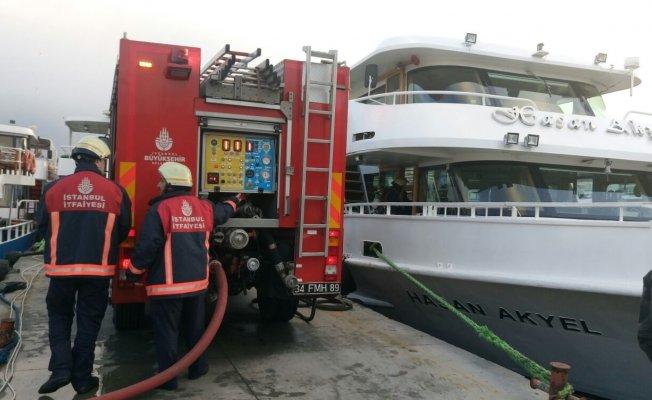 Eminönü'nde tekne yangını