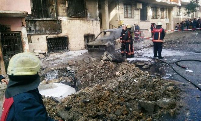 Küçükçekmece'de doğalgaz patlaması sokak alevler içerisinde kaldı