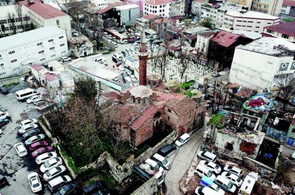 Molla Gürani Camii restore ediliyor