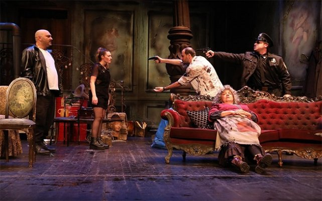 Tatlı Kaçık - Tiyatro Oyunu