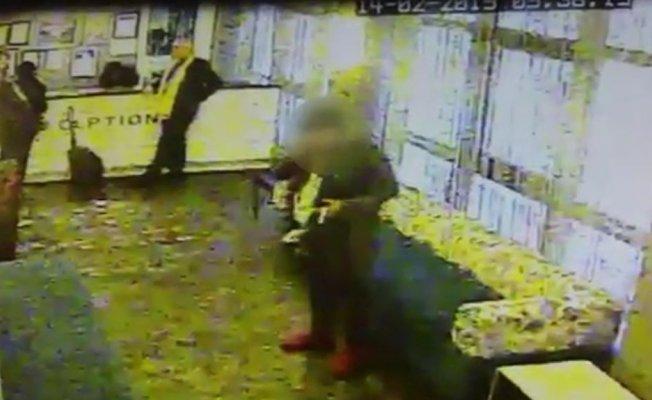 Beyoğlu'nda otel lobisinde hırsızlık anı kamerada
