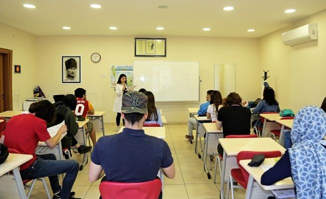 Ataşehir Belediyesi 600 genci üniversiteye hazırlıyor