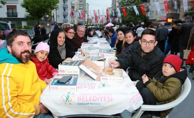 Taksim Meydanı ve Hasköy Sahil'de iftar sofrası kuruluyor