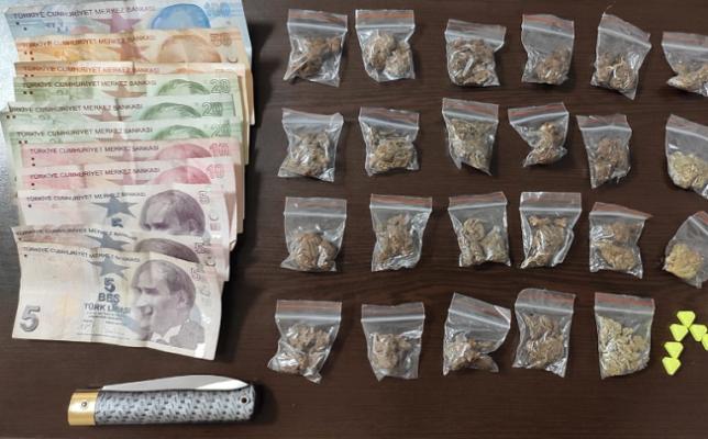 Fatih'te park çevrelerinde uyuşturucu satan torbacı yakalandı