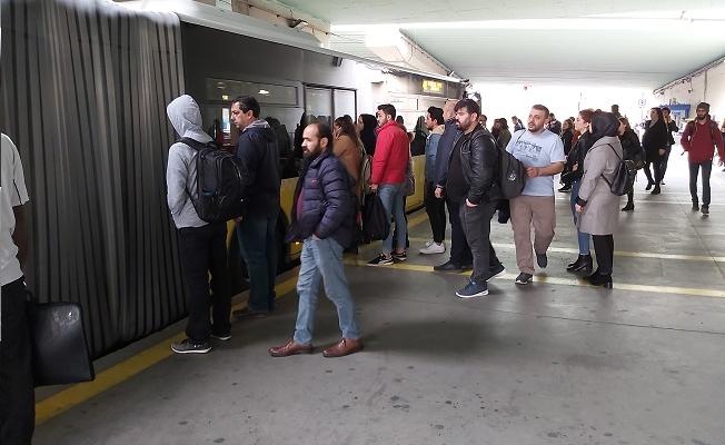 Metrobüs'te 'İşaretli Bekleme Yeri' dönemi başlıyor