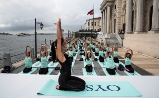 İstanbul Boğazı'nda yoga