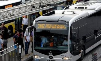 Aman dikkat! Metrobüs seferlerini aksatan trafik kazası