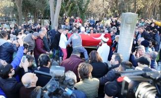 Münir Özkul ve Tarık Akan aynı mezarlıkta