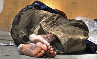 Sokakta evsiz kişileri görürseniz 153 Beyaz Masa'yı arayın