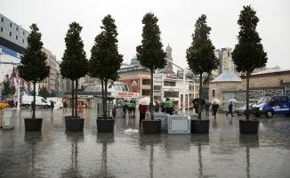 İstiklal Caddesi'nde ağaçlandırma çalışmaları başladı