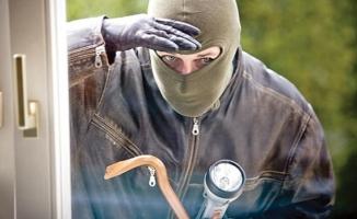 Bakırköy'de işyeri hırsızları kıskıvrak yakalandı