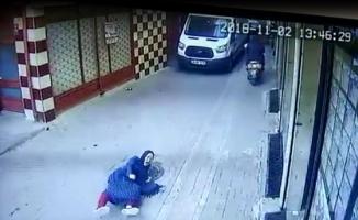Çinli kadını yerlerde sürüklediler