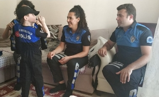 Küçük Yusuf'a Pelüş polis bebeği sürprizi