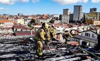 Bayrampaşa'da korkutan çatı yangını
