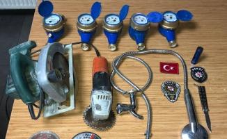Bağcılar 'Gece Kartalları' su sayacı hırsızını yakaladı