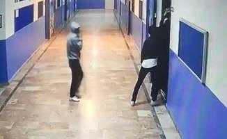 Bahçelievler'de okul hırsızlar kameraya yakalandı