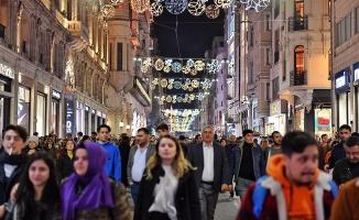 Beyoğlu 'İstiklal 2020 Projesi' kapsamında ışıl ışıl oldu