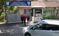bBeşiktaş#039;ta komşusunun evini gözetliyordu yakalandı/b