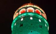 bGalata Kulesi yeşil renge büründü/b