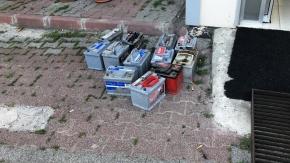 Gaziosmanpaşa'da akü hırsızları yakalandı