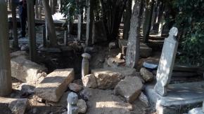 Define var dedikodusuna inanıp 400 yıllık mezarı talan ettiler