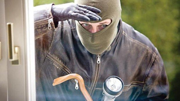 Bakırköy'de işyerlerini soyan hırsızlar yakalandı