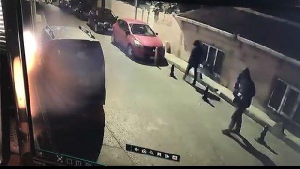 Fatih'te otodan hırsızlık yapan zanlılar kameraya yakalandı