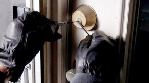 Cerrahpaşa'da işyeri hırsızlığı